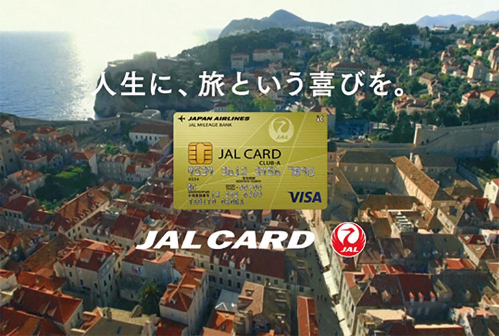 地面に落ちた1枚のカードが非日常への扉を開く─JALカード CM制作の裏側