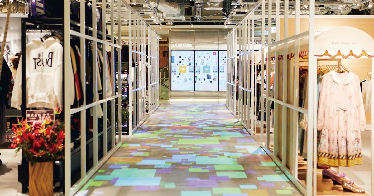 渋谷パルコらしく床をデジタルで演出