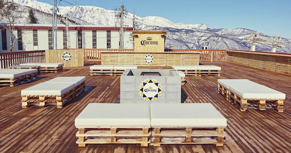標高1450mの雪山でコロナビールを堪能 北アルプスを見渡せるテラスが期間限定オープン