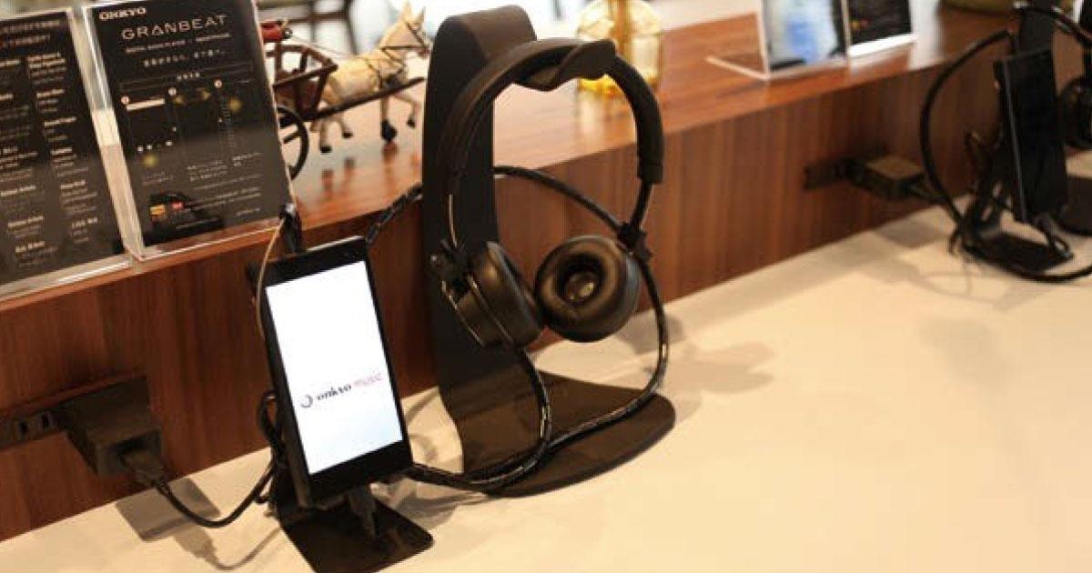 オンキヨー初のスマートフォンを発売 製品をじっくり体験できるカフェがオープン