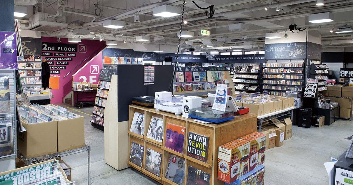 HMV record shop渋谷、訪日客がブーム後押し 若年層の愛好者も