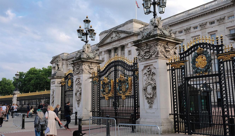 遠くて近い、英国王室と英国民 |...