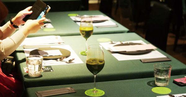 抹茶を楽しめる期間限定店に6000人 ハーゲンダッツ、発売35周年記念で