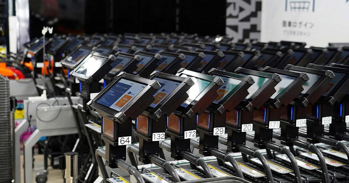 スマートショッピングカートとAIカメラで タッチレスな買い物を実現