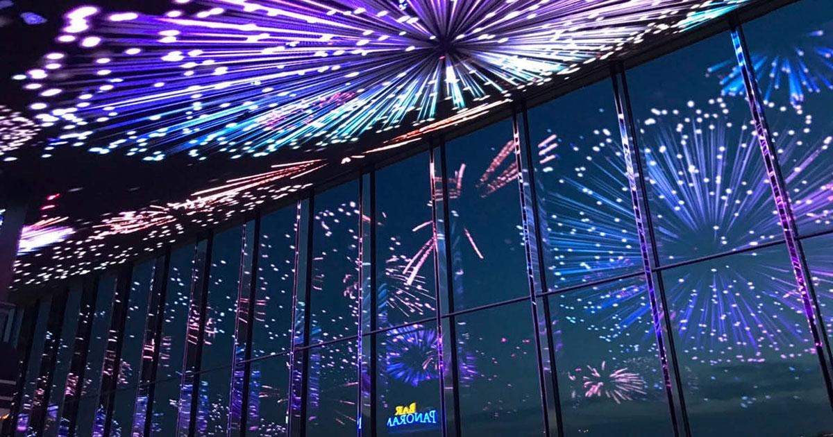 天井サイネージで巨大グラフィック放映 ラウンジスペースが幻想的な空間に