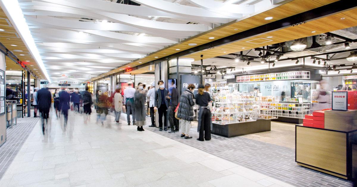 平日朝8時オープンのコンビニ型店舗も併設 日本最大級の食品フロアにライブ感も加味