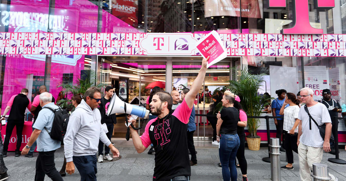 T-Mobileとタコベルのコラボが話題 共同ブランディングのPR効果