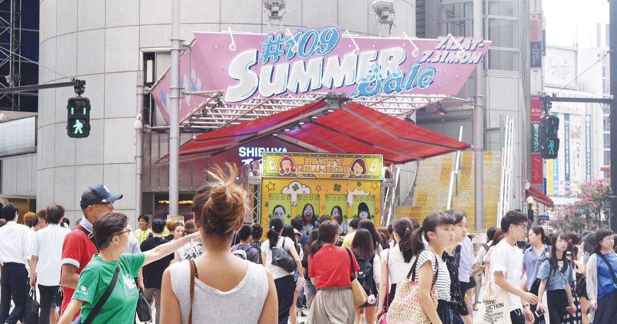 参加者が変顔を競い合う、キレートレモンが渋谷で行ったサンプリングイベント