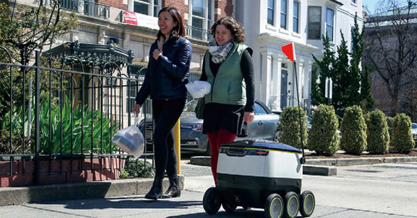 相次ぐ参入、実用化は目前 宅配ニーズに応えるデリバリー・ロボット