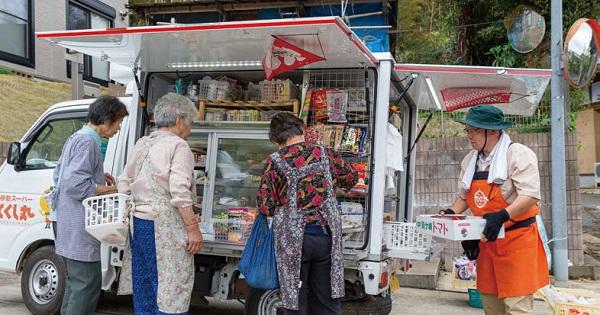 非常時に生きたカスタマイズ 移動式スーパーで「買い物難民」解決に挑む